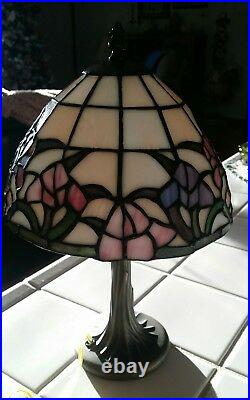 Vintage DALE TIFFANY Stained Glass Table Lamp Accent Boudoir Signed